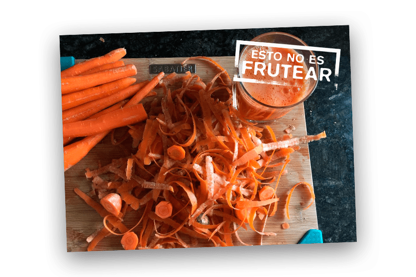 tabla de madera con resto de zanahoria